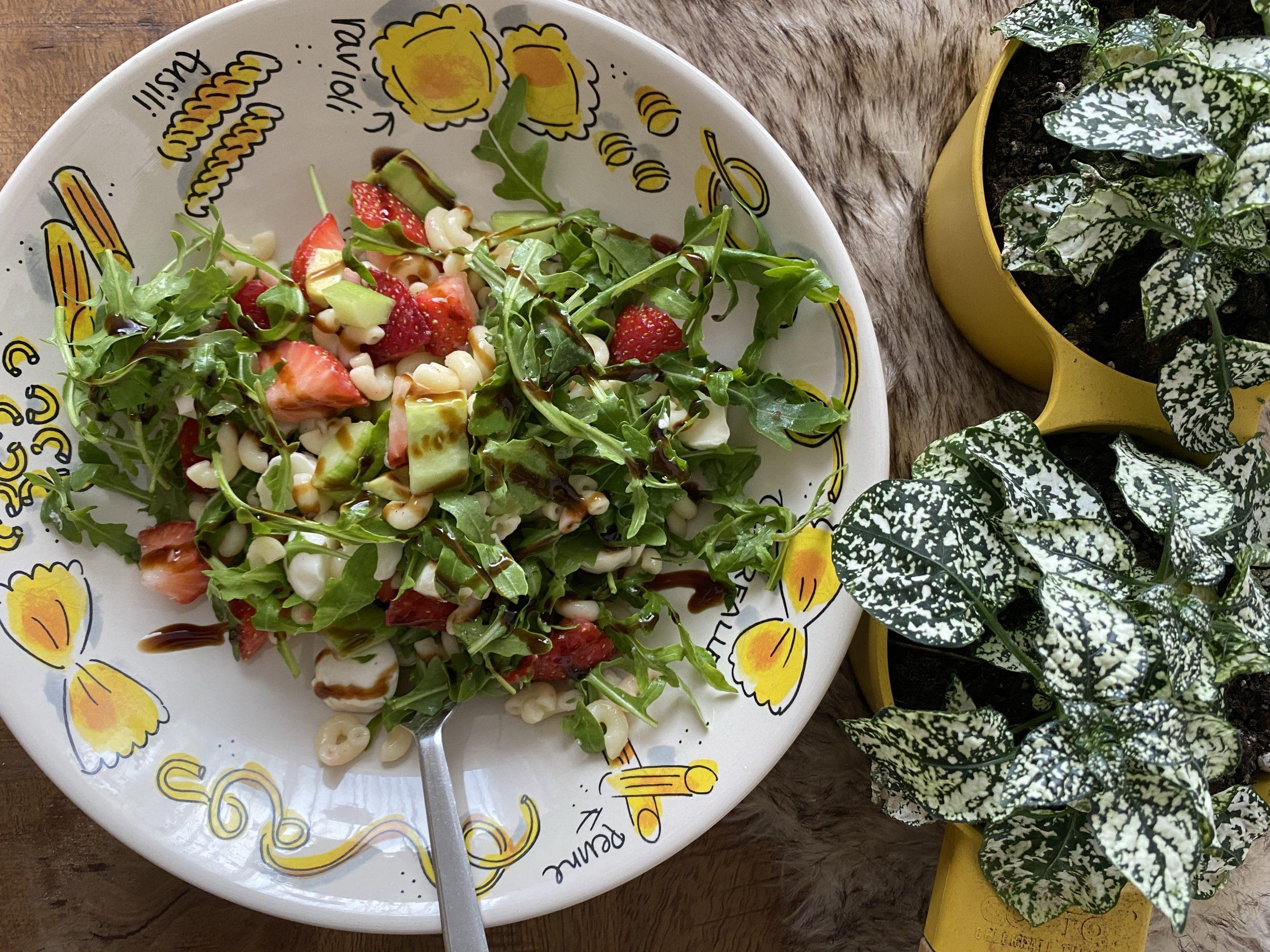 pasta salade met aardbeien