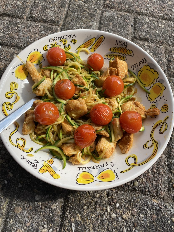 Courgetti met tomaat en zalm